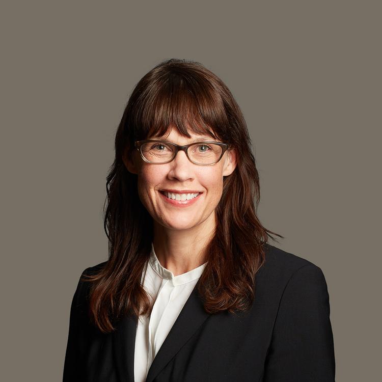 Ratcliff_Lawyer_Headshots_Lisa_750x750